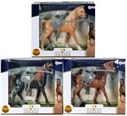 Paard met grijs zadel in vensterdoos 3 assorti